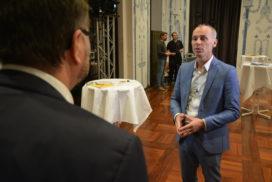 Prof. Bratzel (rechts) im Interview mit uns