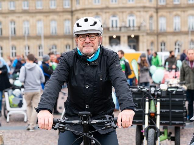 """BW-Verkehrsminister Winfried Hermann: """"Jede Fahrt mit dem Rad oder Pedelec bedeutet selbstaktive Mobilität mit null CO2-Emissionen"""""""