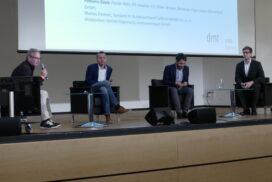 """Die erste Podiumsdiskussion """"E-Mobilität im Aufwind"""". Mit dabei (von links): Gernot Hagemann, Markus Emmert, Oliver Braune und Florian Rehr."""
