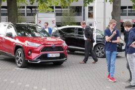 und die Autos von Toyota und Renault, die das Autohaus Ahrens mitgebracht hatte.